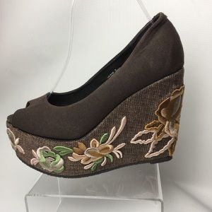 * Very Volatile Floral Embroidered Platform Wedge